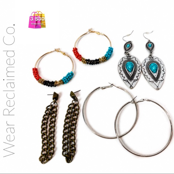 🛍3/$30 - 4 Sets of Assorted Earrings
